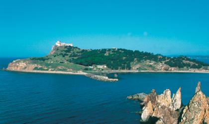 Viaggio d'estate sul magnifico mare della Tunisia