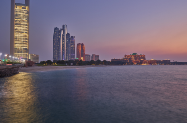 Abu Dhabi cresce in doppia cifra
