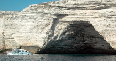 Le grotte marine di Bonifacio, tappa imperdibile nella Corsica meridionale
