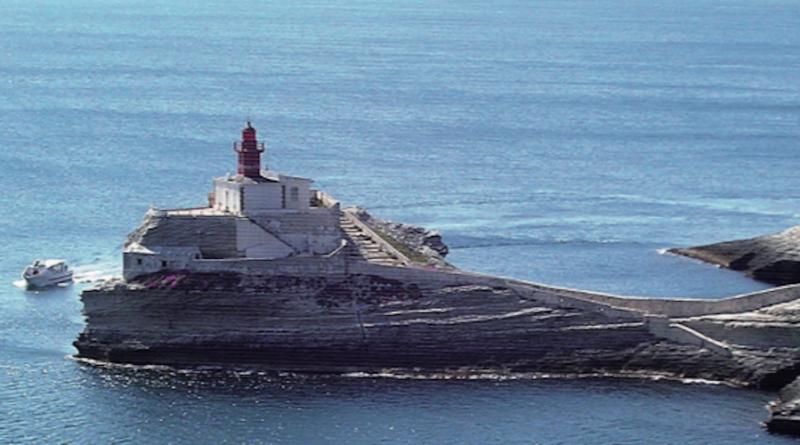 La Corsica meridionale che affaccia sulla Sardegna